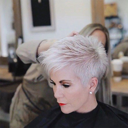 12-Shauna-Robertson-Chic-Over-50-562 Short Hairstyles for Women