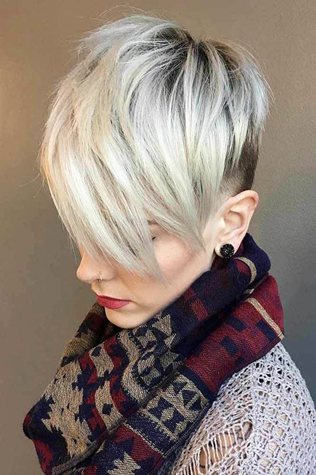 22-Short-Haircut-2018-Blonde-635 Short Blonde Hair with Bangs