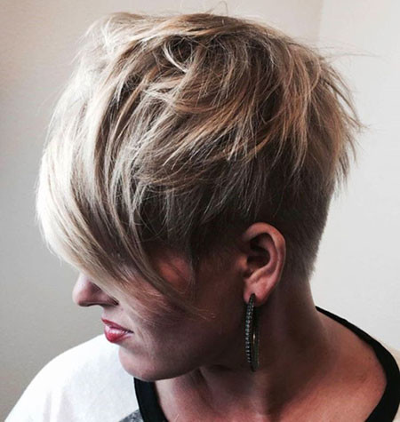 24-Edgy-Pixie-Cut-with-Bangs-710 Short Choppy Haircuts