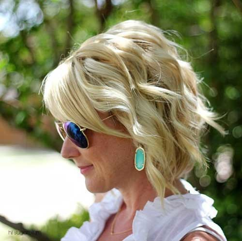 Sand-Blonde Really Trending Short Stacked Bob Ideas