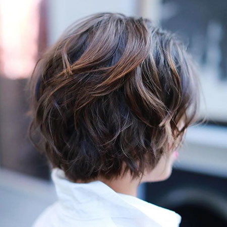 Short-Haircut-for-Wavy-Thick-Hair Short Haircuts for Wavy Thick Hair