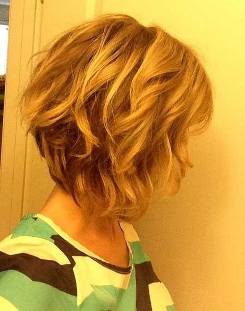 Short-Wavy-Medium-Length-Inverted-Hair Short Medium Length Haircuts
