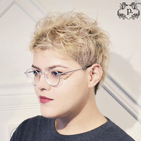 13-Close-Cropped-Hair-Women-752 Short Messy Haircuts