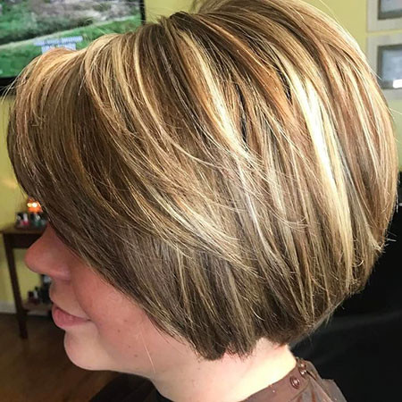 23-Short-Layered-Bobs-2018-782 Short Layered Haircuts
