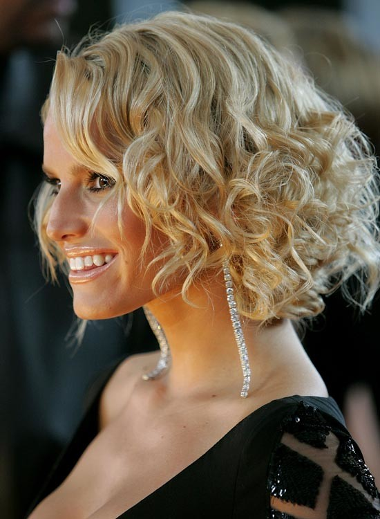 Curly-Blonde-Bob Chic Blonde Bob Hairstyles for Women