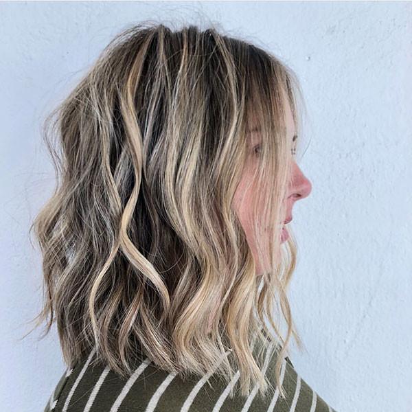 Blonde-Balayage-Wavy-Hair Popular Short Wavy Hairstyles 2019