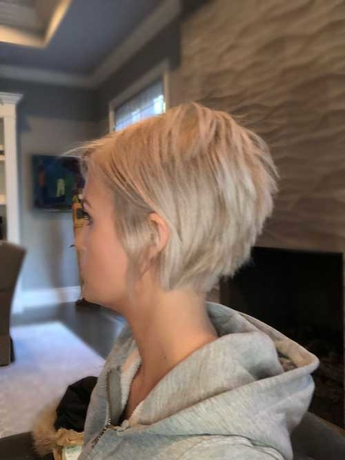 Blonde-Hair Charming Stacked Short Haircuts for Women