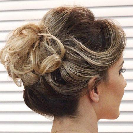 Classy-Short-Hair-Bun Hair Buns for Short Hair