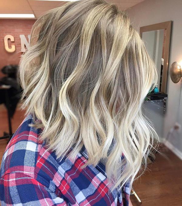 Cute-Wavy-Hair Popular Short Wavy Hairstyles 2019