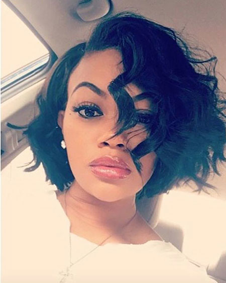 Disconnected-Curls Best Short Hairstyles for Black Women 2018 – 2019