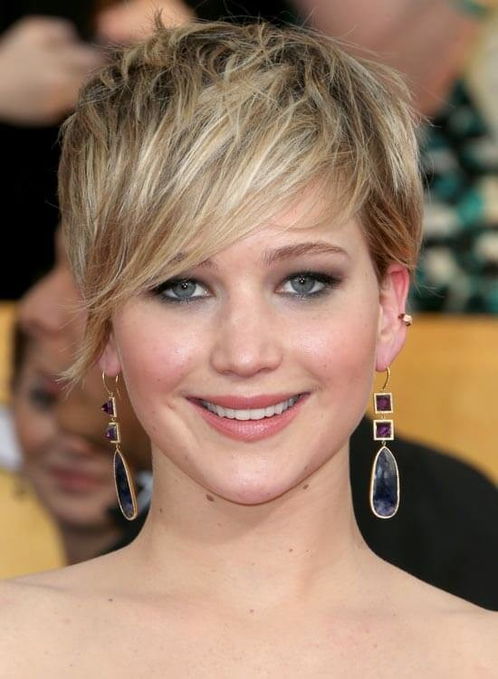 Highlighted-and-Grown-Out-Pixie Messy Short Bob Hairstyles