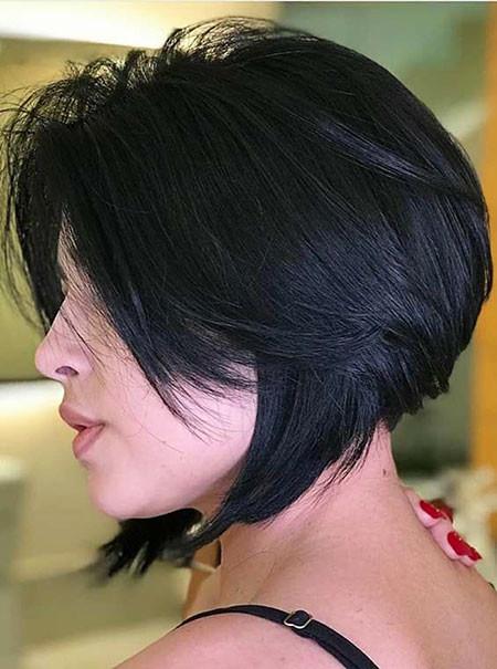 Layered-Bob Trendy Short Hairstyles 2019