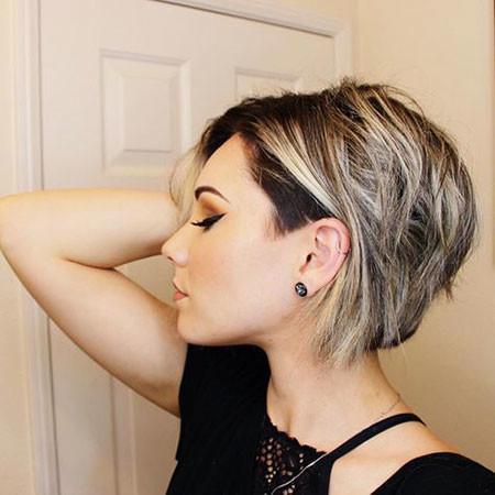 Messy-Hair Trendy Short Hairstyles 2019