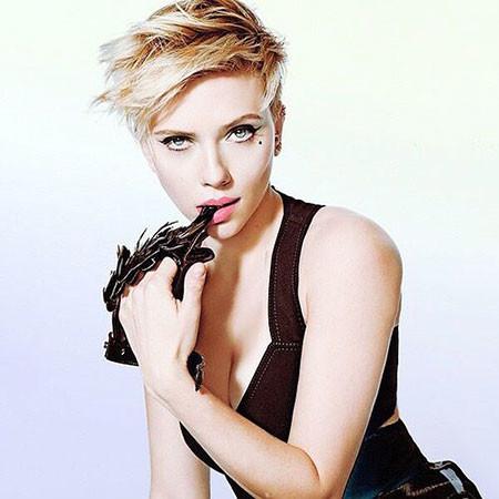 Messy-Hairstyle Scarlett Johansson Short Hairstyles