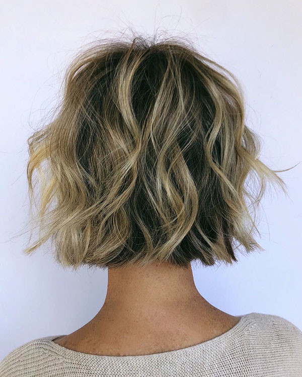 Messy-Short-Hairstyle Popular Short Wavy Hairstyles 2019