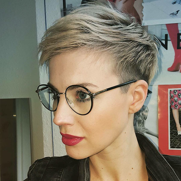 Pixie-HairCut-with-Glasses Best Pixie Cut 2019