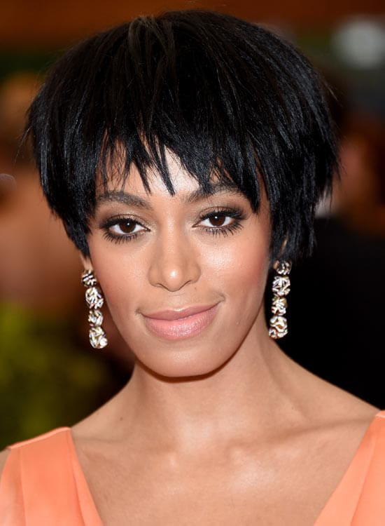 Reverse-Stacked-Bob-With-Uneven-Front-Fringes Messy Short Bob Hairstyles