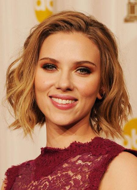 Soft-Wavy-Bob Scarlett Johansson Short Hairstyles