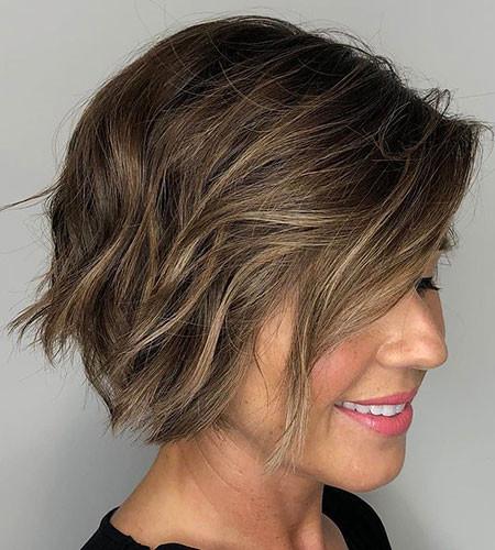 Tousled-Bob-with-Choppy-Layers Short Bob Haircuts 2019