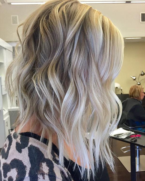 Wavy-Blonde-Bob Popular Short Wavy Hairstyles 2019