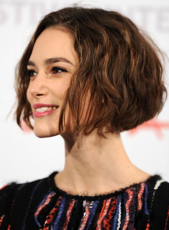 Wavy-Jaw-Length-Bob-With-Rounded-Back Messy Short Bob Hairstyles