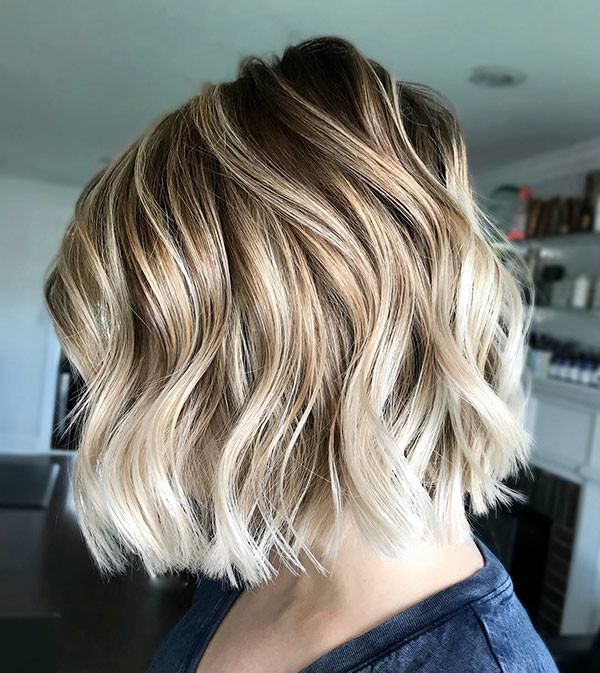 Blunt-Medium-Bob-for-Wavy-Hair Popular Bob Hairstyles 2019