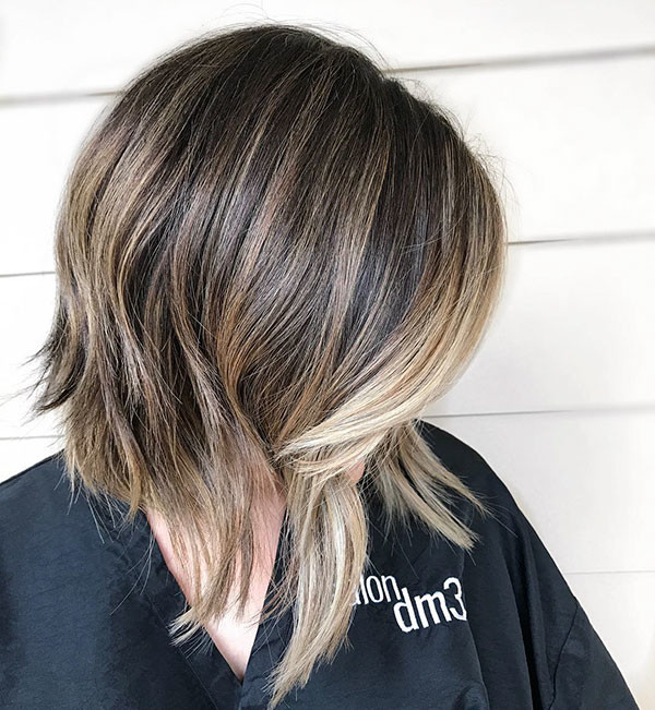 Inverted-Wavy-Hair New Best Short Haircuts for Women