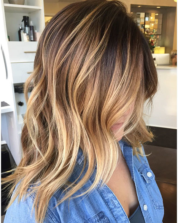 Shoulder-Length-Highlighted-Wavy-Hair Best Short Wavy Hair Ideas in 2019