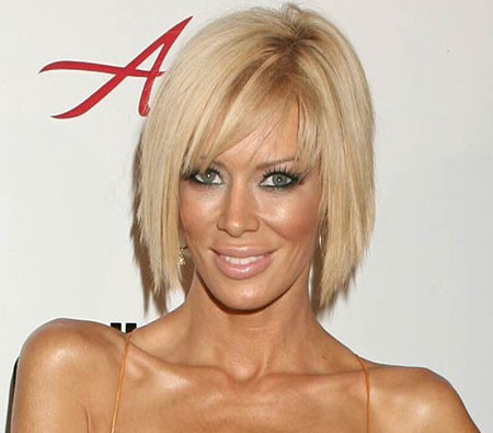 Straight-Short-Hairstyle-with-Side-Swept-Bangs Popular Short Straight Hairstyles