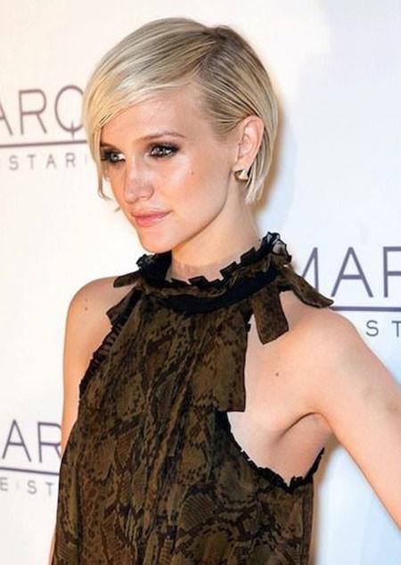 Trendy-Side-Swept-Straight-Short-Hairdo Popular Short Straight Hairstyles