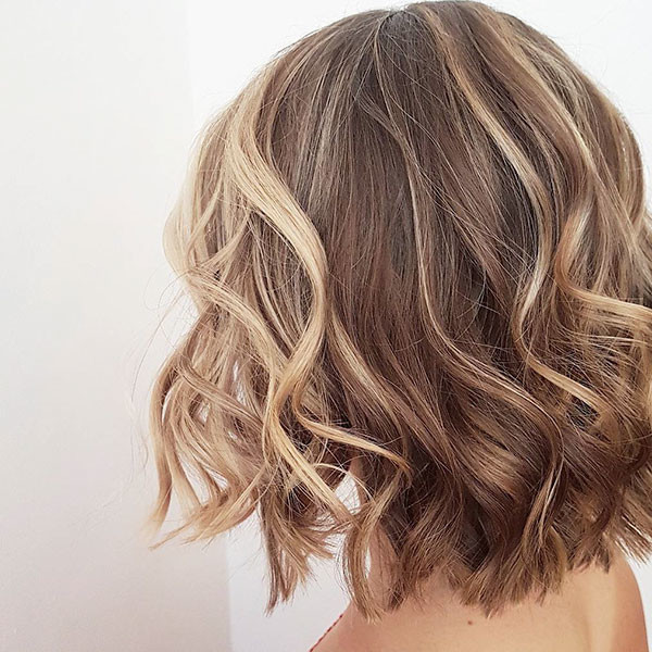 Two-Colored Best Short Wavy Hair Ideas in 2019