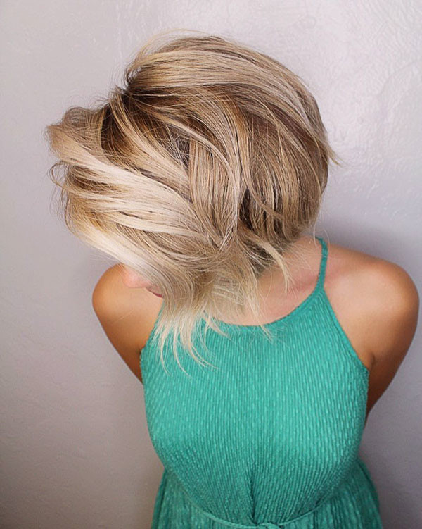 Wavy-Short-Blonde-Hair New Cute Short Hairstyles