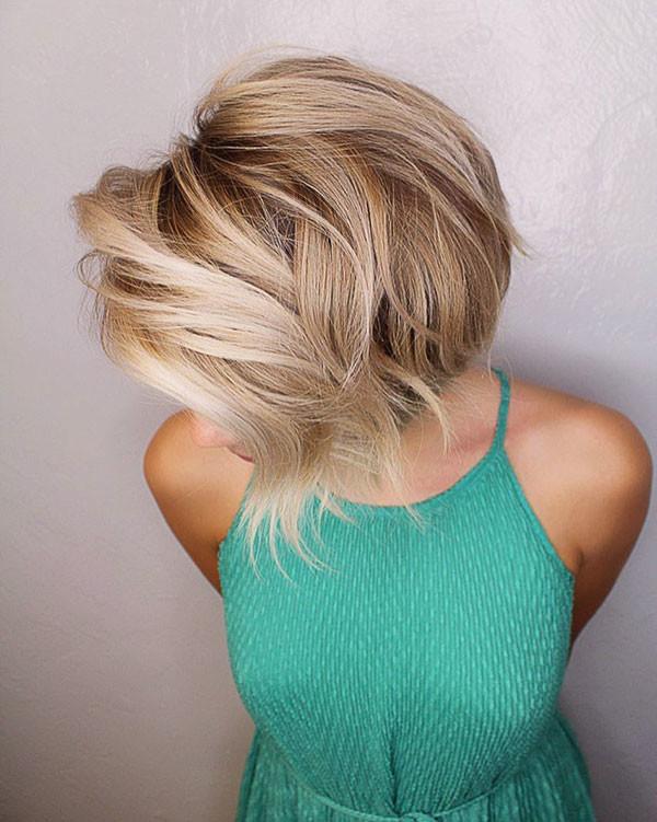 Wavy-Short-Blonde-Hair New Cute Short Hairstyles