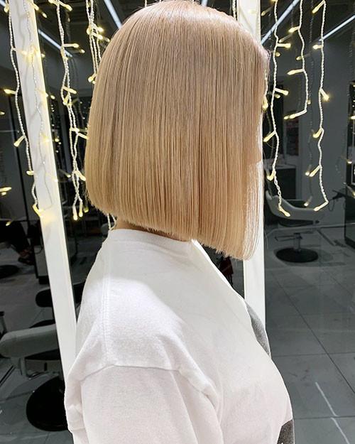 20-straight-blonde-bob Famous Blonde Bob Hair Ideas in 2019