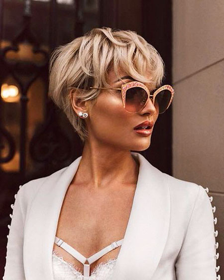 Beautiful-Short-Wavy-Hairstyle Popular Short Blonde Hair 2019