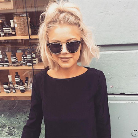 Blonde-Hairtyle-with-Sunglasses Popular Short Blonde Hair 2019