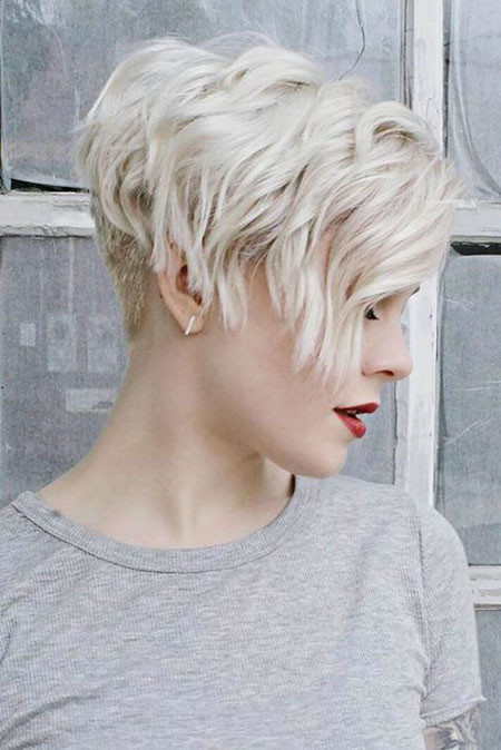 Cool-Wavy-Short-Hairstyle Popular Short Blonde Hair 2019