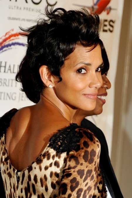 Halle-Berry's-Lovely-and-Spiky-Pixie-Hairstyle Nice Short Hairstyles for Black Women