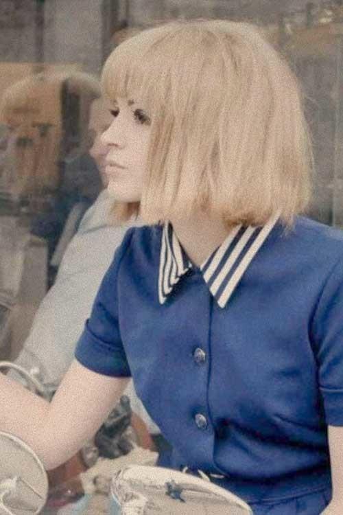 Short-Blonde-Straight-Hair-with-Blunt-Bangs Short Bob Haircut with Bangs