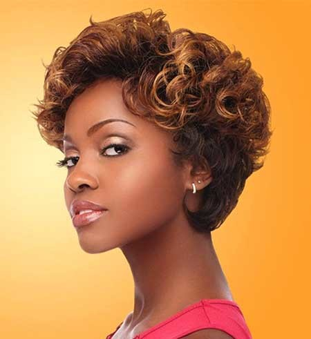 Short-Curly-Hairdo-with-Inverted-Edgy-Ends Short Styles for Curly Hair