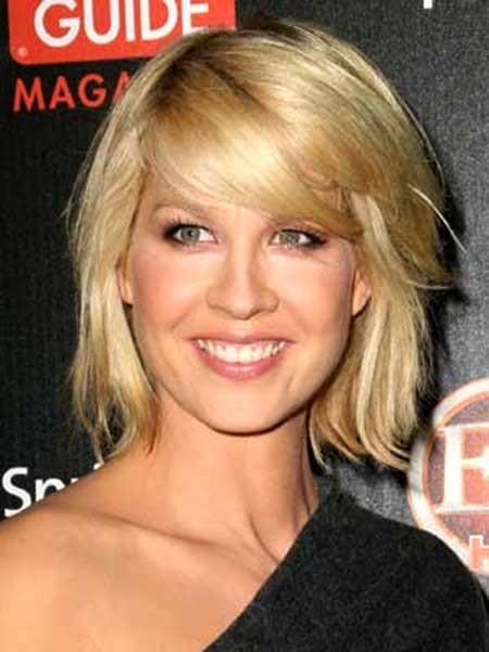 Short-Simple-Messy-Blonde-Look Beautiful Short Celebrity Hairstyles