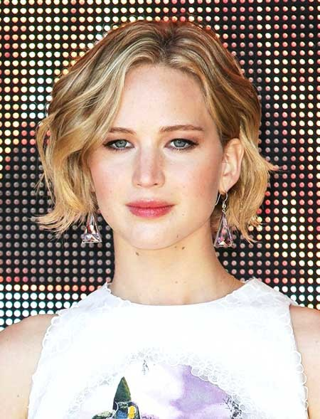 Short-Simple-Wavy-Hair Beautiful Short Celebrity Hairstyles