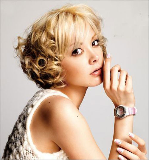 Asian-short-wavy-hairstyle Short and Cute Hairstyles for Women