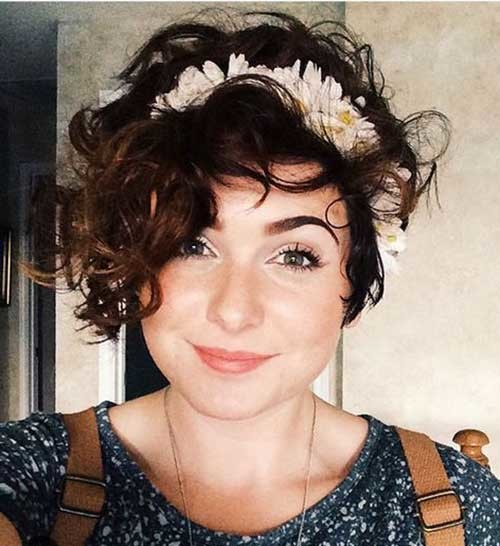 Curly-Hair Asymmetrical Short Haircuts for Fabulous Look