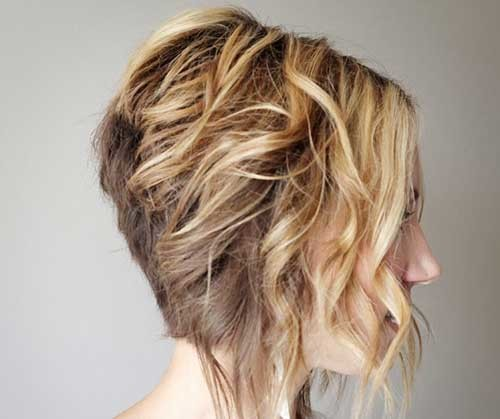 Cute-Short-Loose-Curly-Hair-Stacked-Cut Short stacked haircut