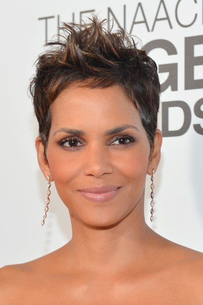 Highlighted-Pixie Best Short Hairstyles for Black Women