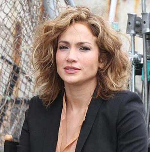 Jennifer-Lopez Eye-Catching Short Hairstyles in 2019 for Wavy Hair