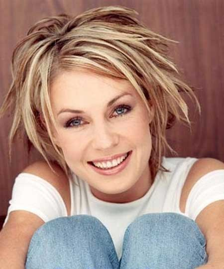 Nice-and-Alluring-Light-Blonde-Bob-Hair-with-Cool-Layers Hair Color for Short Hair 2019
