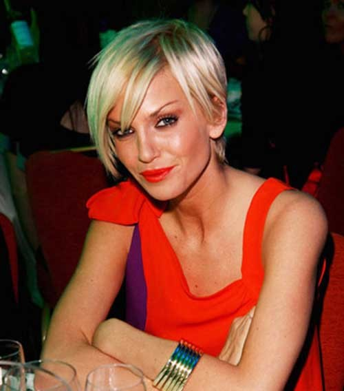 Sarah-Harding-Short-Haircut-with-Side-Swept-Straight-Bangs Nice Short Straight Hairstyles with Bangs