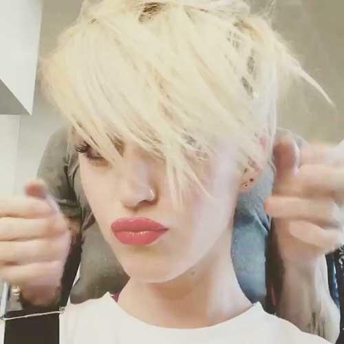 Short-Blonde-Hair Striking Short Hair Ideas for Blondies